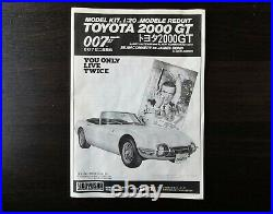 Doyusha 1/20 TOYOTA 2000GT 007 with James Bond & Girl figures