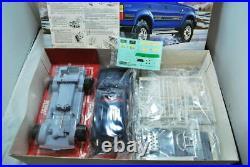 Fujimi TOYOTA LAND CRUISER SKI VERSION ARV6 1/24 Model Kit #17836